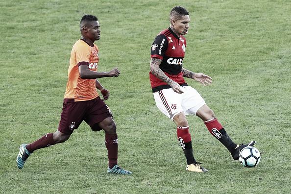 Na Ilha do Urubu, Furacão foi superado pelo Flamengo de Guerrero (Foto: Buda Mendes/Getty Images)