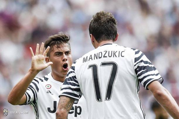 Dybala celebrates opening the scoring. | Source: juventus