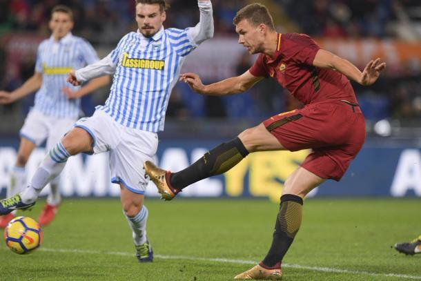 Dzeko es uno de los delanteros dominantes del fútbol italiano   Foto: Seasons Marcos