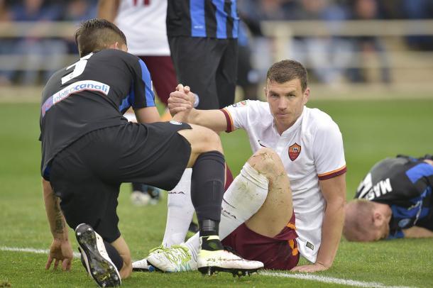 Dzeko durante el partido ante la Atalanta. / Foto: asroma.com