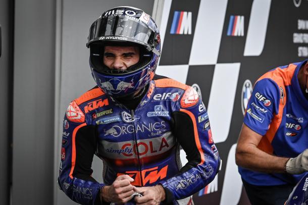 Oliveira celebró en el parque cerrado su ansiada victoria. Imagen: MotoGP