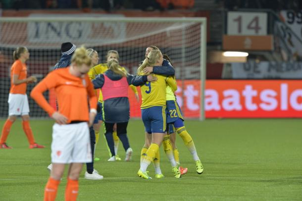 Sweden celebrate at full time, whilst the Dutch looked dejected. | Photo: Jonas Ekströmer