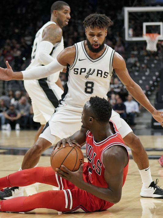 San Antonio Spurs' Patty Mills (8), of Australia, guards Chicago Bulls' Bobby Portis during the first half of an NBA basketball game, Saturday, Nov. 11, 2017, in San Antonio. (Photo: The Associated Press)