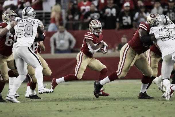 Breida y Mostert, entre otros, sumaron desde el backfield 143 yardas de carrera | Foto: 49ers.com
