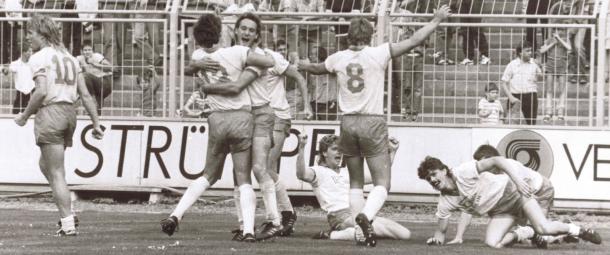 Equipe do Union Berlin em 1988 comemorando um gol no último minuto do torneio RDA Oberliga  (Foto: Divulgação/ Union Berlin)