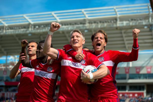 Schweinsteiger junto con los compañeros celebran un gol. // Imagen: Chigaco Fire