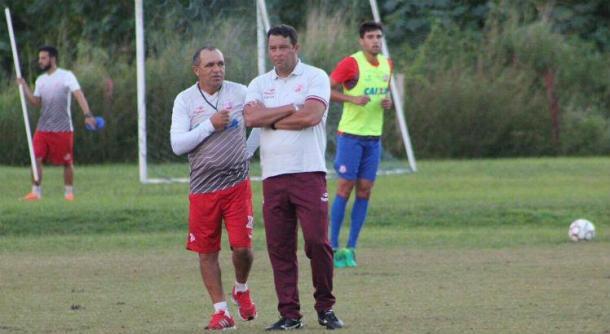Auxiliar Levi Gomes vai comandar Timbu no lugar de Roberto contra Luverdense (Foto: Léo Lemos/Náutico)