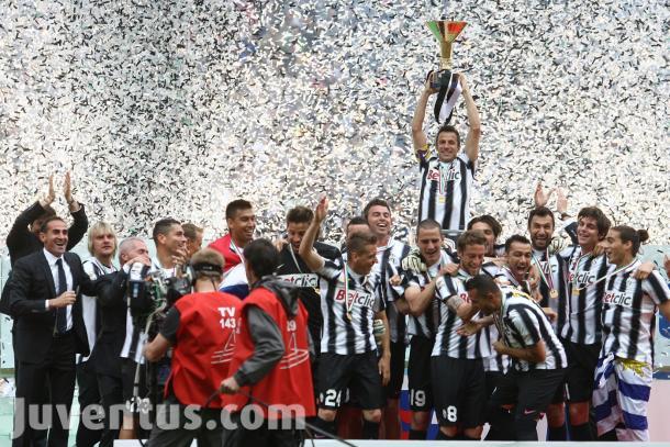 Alex Del Piero alza la Coppa Scudetto 2012, www.juventus.com