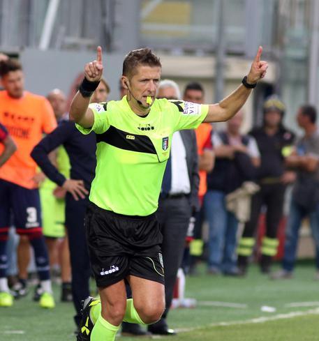 Daniele Orsato arbitrando un encuentro // Fuente: Serie A