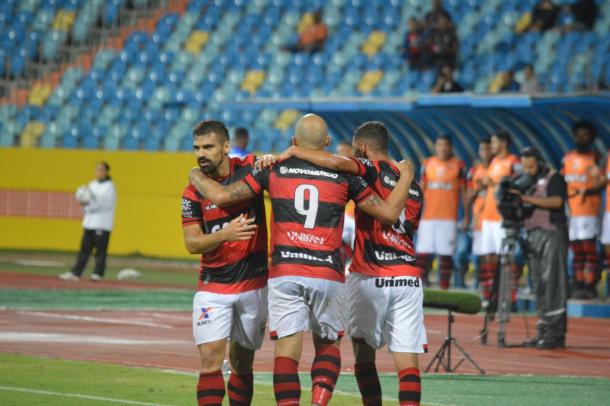 Com dois gols do atacante Tito, Dragão leva a melhor diante do Tigre (Foto: Divulgação/Atlético-GO)