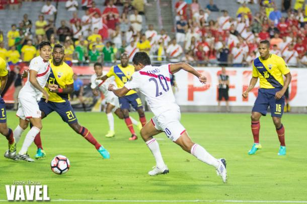 Peru's Edison Flores (Center) scored a goal and had a solid game against Ecuador on Wednesday at the University of Phoenix Stadium. Photo provided by Freek Bouw-VAVEL.