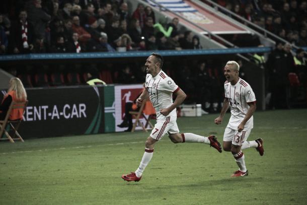 Franck Ribéry celebrando el primer tanto   Foto: @FCBayern