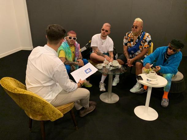 Fotografía de la entrevista junto a Trápical Minds. Foto: VAVEL.com.