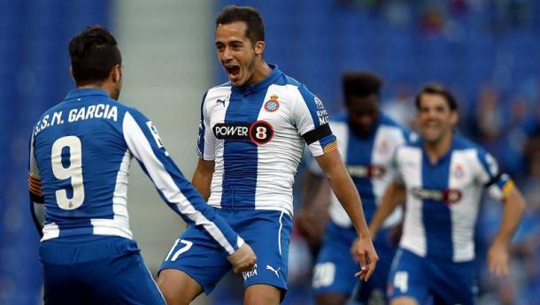 Lucas celebra un gol con el