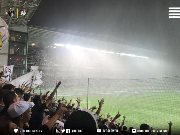 Imagem do momento em que choveu granizo no Horto (Foto: Divulgação/Atlético)