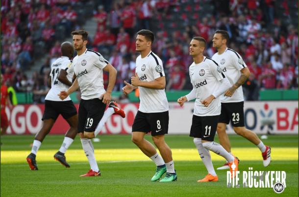Las águilas preparandose en el calentamiento | Foto: @Eintracht