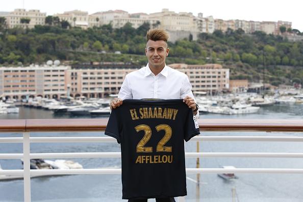 Stephan El Shaarawy posando con la camiseta del Mónaco. Fotografía: Valery Hache (AFP) / Getty Images.