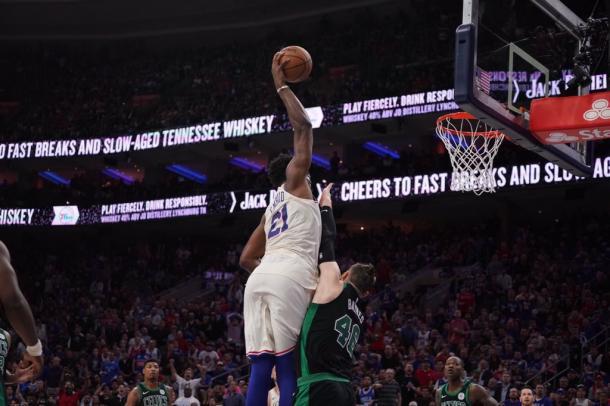 NBA - Embiid e Simmons commentano la sconfitta contro Boston