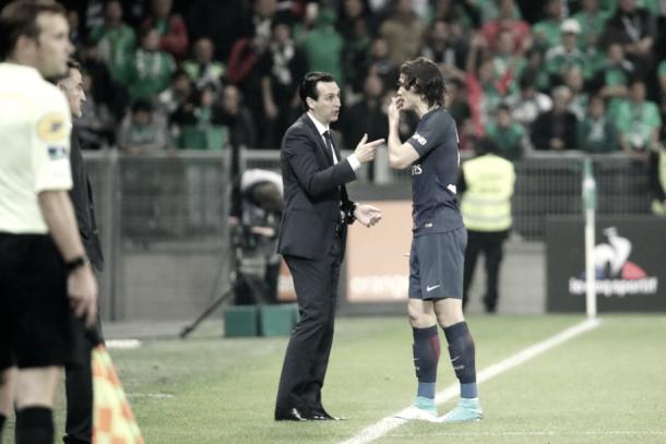 Unay Emery dando instrucciones al uruguayo, Edison Cavani | Foto: Página oficial PSG