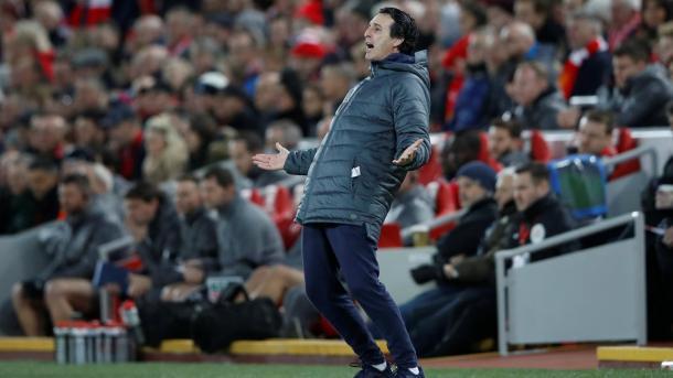 Emery se lamenta en el partido ante el Liverpool | Fotografía: Premier League