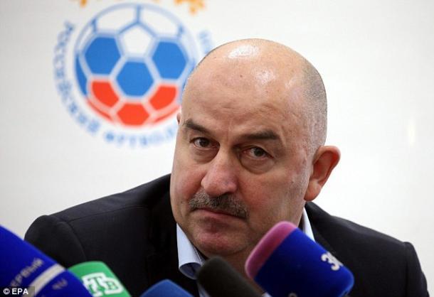Stanislav Cherchesov, entrenador de Rusia, en una rueda de prensa I Foto: EPA
