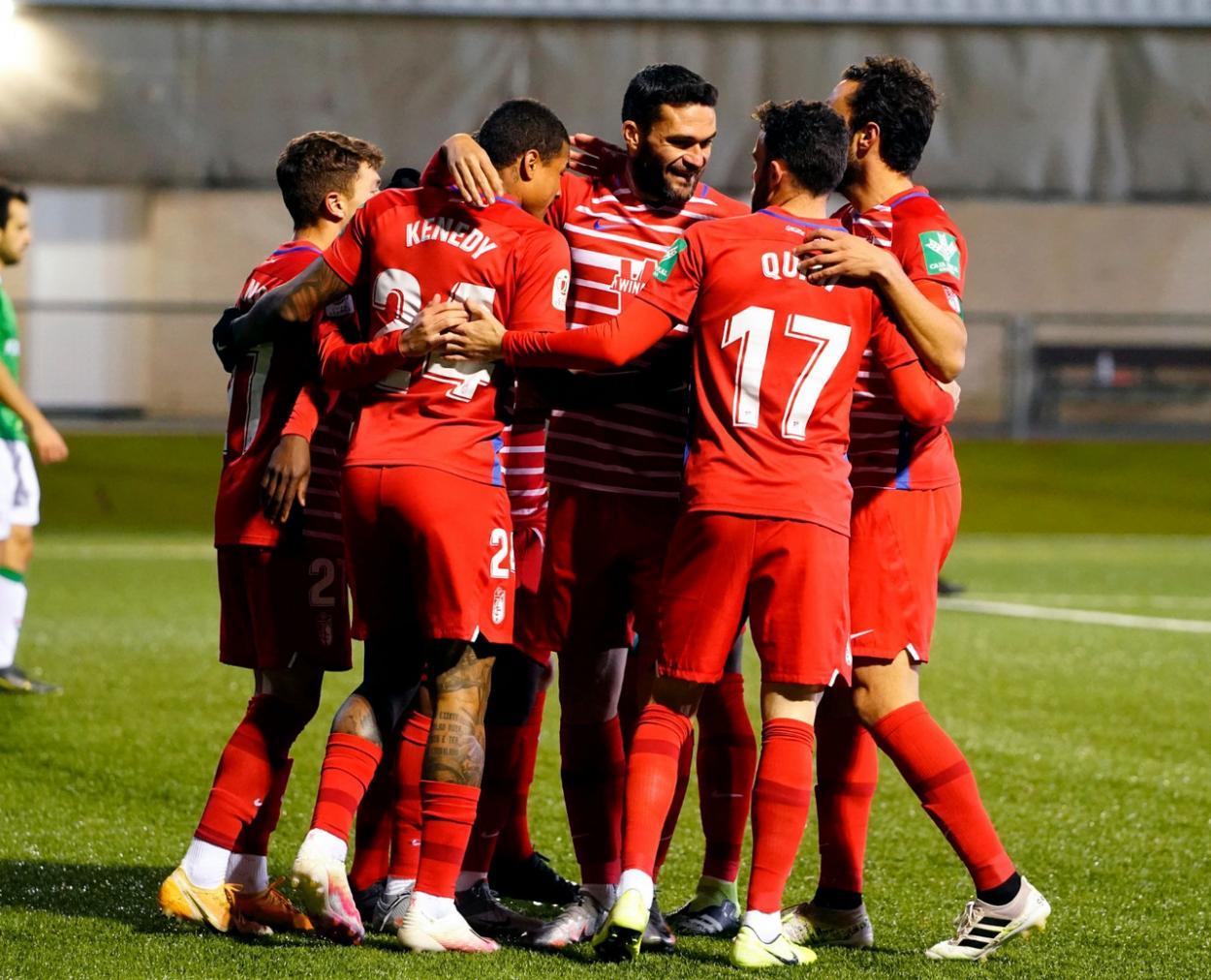 Los jugadores celebran el primer gol ante el San Juan. Foto: Pepe Villoslada/GCF