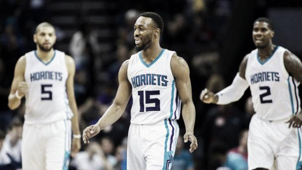 Batum (5), Walker (15) y Williams (2) la columna vertebral de los Hornets