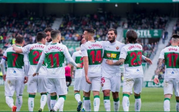 Foto del equipo celebrando | Fuente: Elche CF
