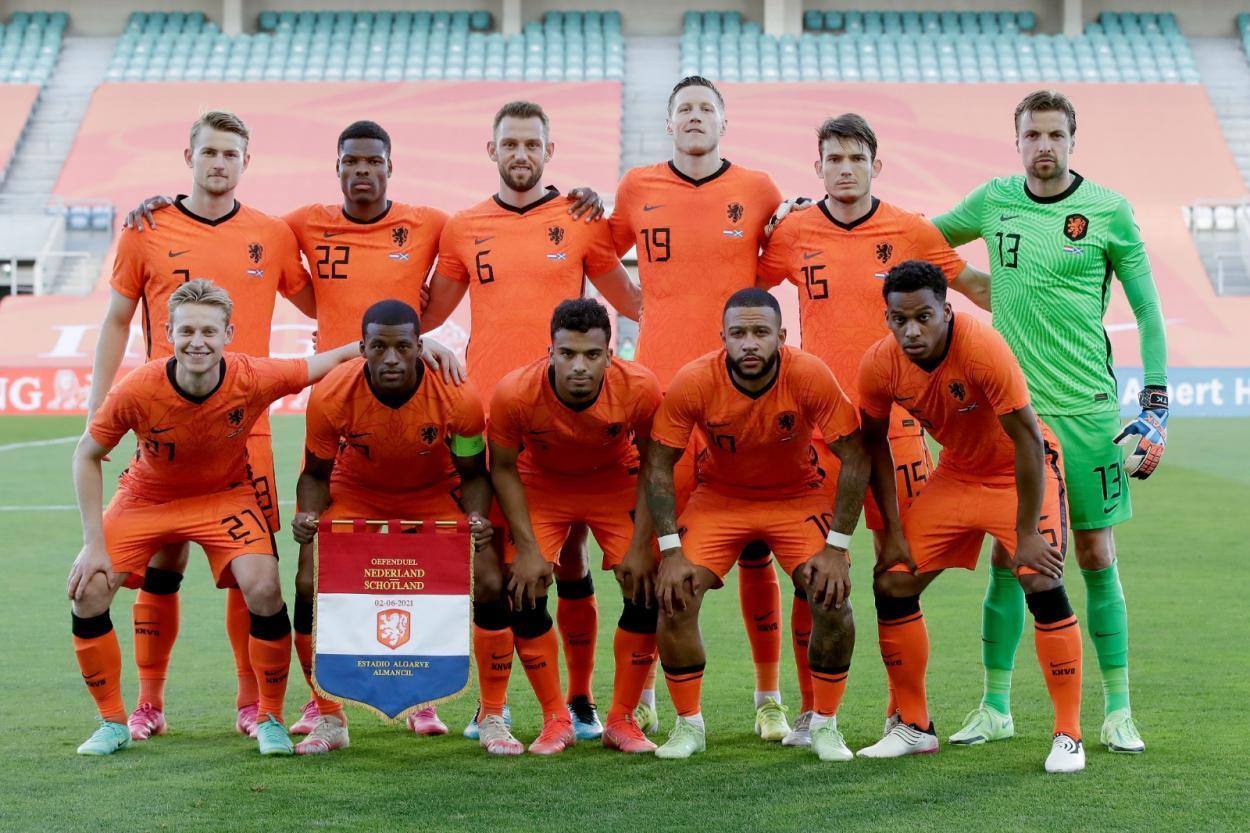 Equipo titular en el partido / Foto: Países Bajos