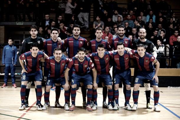 Equipo de la temporada 2016/2017 en un encuentro en El Cabañal I Foto: Levante UD FS