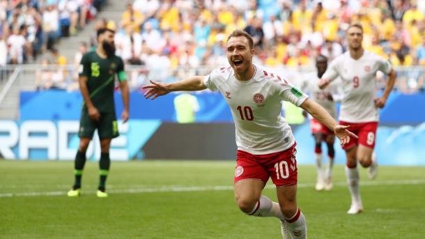 A esperança dinamarquesa segue em Eriksen, autor do gol contra a Austrália. Foto: FIFA/Getty Images