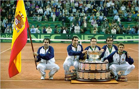El año 2000 fue el inicio de España como campeón de la Copa Davis, precisamente en el centenario de su fundación.