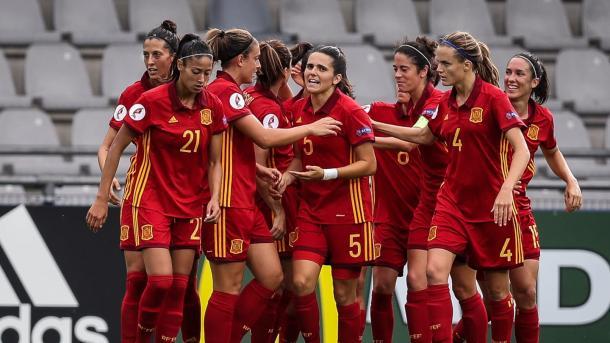Las chicas de la Selección Española festejan un gol / Foto: @SelFutbolFem