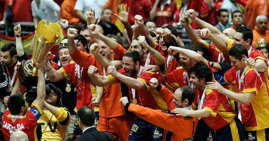 Garabaya y el resto de la selección española celebran el Campeonato del Mundo de Túnez 2005. Foto: Javier Brizuela.