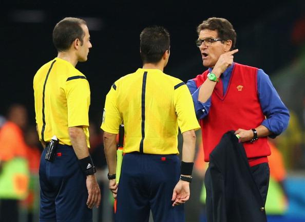 Capello reclamando com os juízes na partida contra Argélia (Foto: Julian Finney/Getty Images)