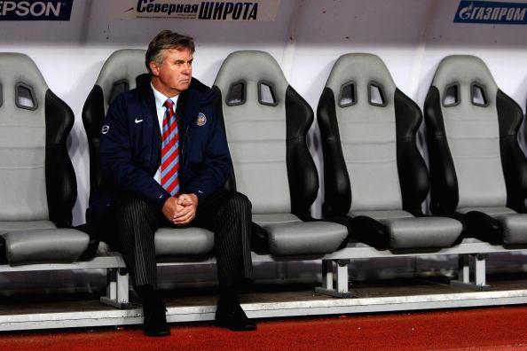 Hiddink teria a responsabilidade de reerguer o futebol russo (Foto: Clive Brunskull/Getty Images)