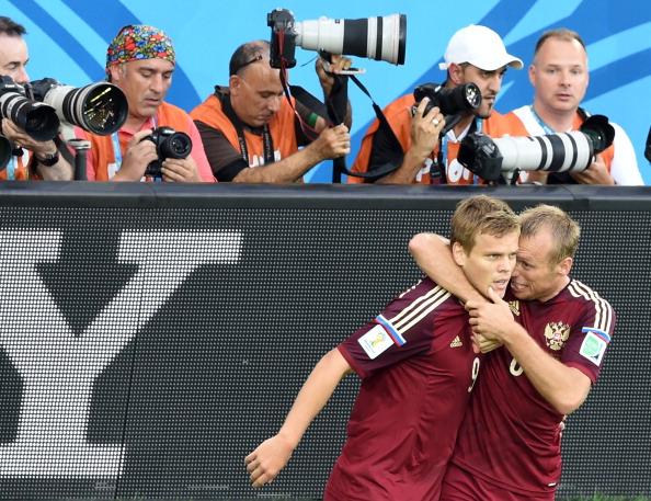Glushakov e Kokorin: principais jogadores (Foto: Pedro Ugarte/AFP)