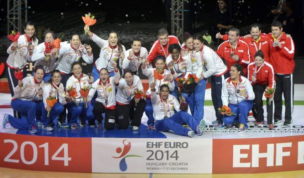 """Las """"Guerreras"""" celebrando la plata obtenida en el Europeo de 2014. Foto: RTVE"""