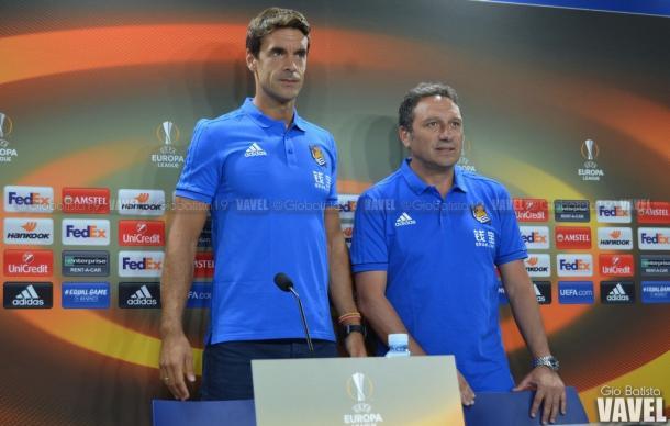 Xabi Prieto y Eusebio Sacristán antes de la rueda de prensa. Foto: Giovanni Batista (VAVEL)