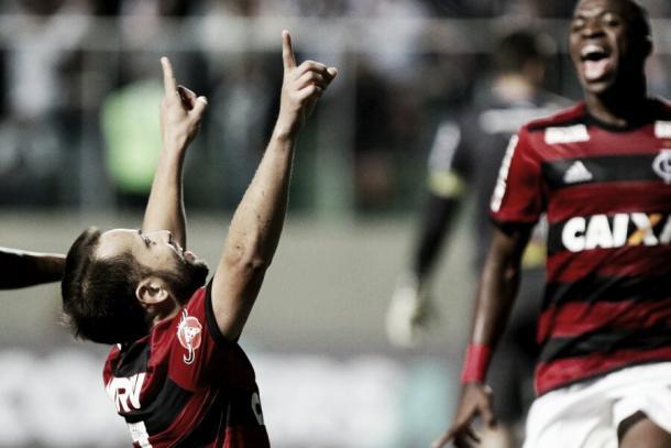 Éverton Ribeiro comemora gol da vitória contra o Atlético-MG. Foto: Gilvan de Souza/Flamengo
