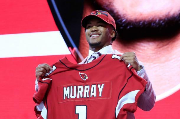 Kyler Murray pick #1 del Draft seleccionado por los Cardinals (foto: www.nfl.com)