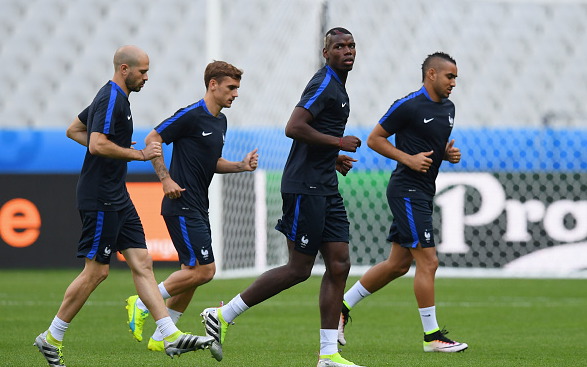 From L-R: Jallet, Griezmann, Pogba and Payet in training this afternoon. | Photo: Getty