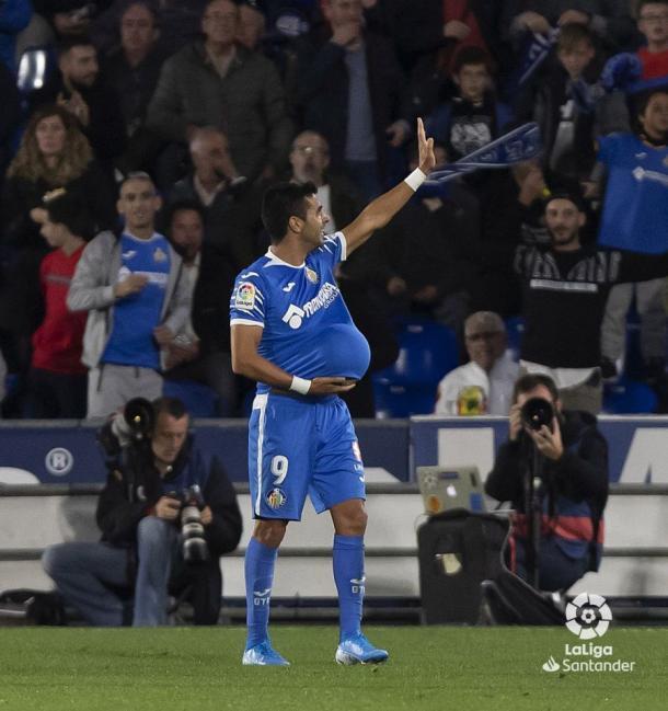 Ángel dedicando el gol a su futuro hijo | Fuente: LaLiga