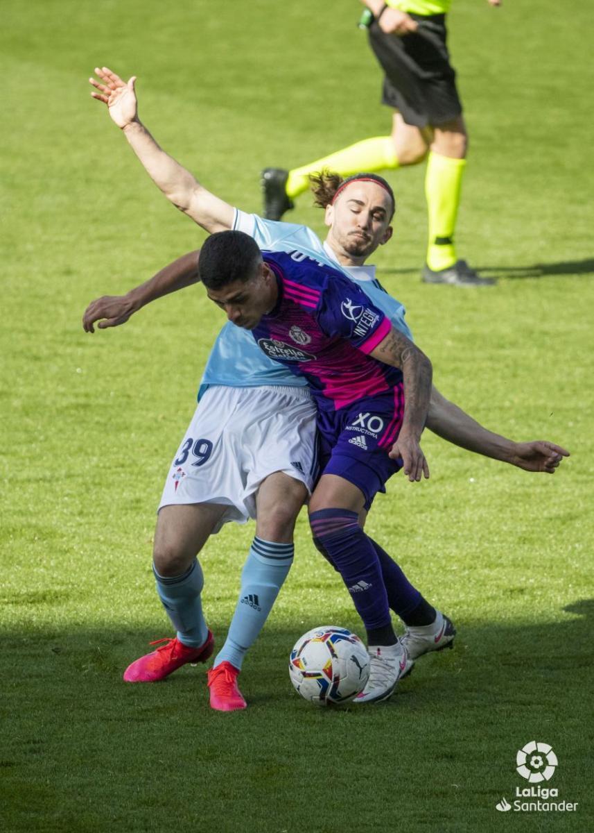 Jordan Holsgrove junto a Lucas Olaza. | Foto: La Liga.