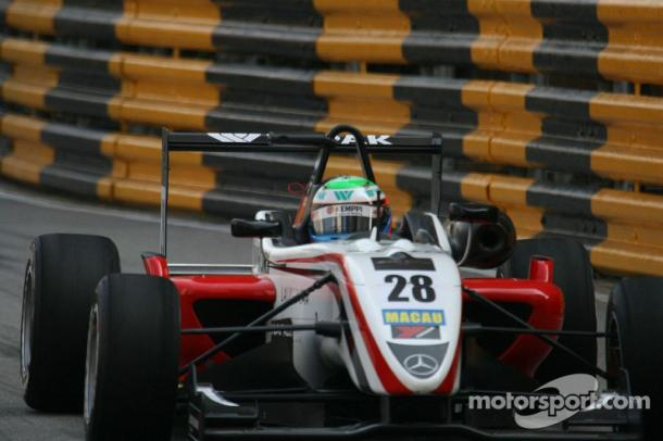 Bottas compitiendo en F3 (Fuente:https://lat.motorsport.com/f3/photos/valtteri-bottas-43412621/43412638/)