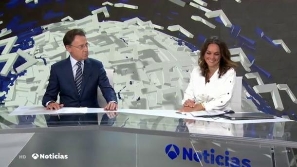 Matías Prats y Mónica Carrillo en los Informativos Antena 3 Noticias de Fin de Semanas | Fuente: Twitter @atresmediacom