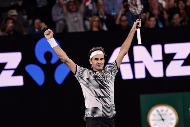 Roger Federer a braccia al cielo sulla Rod Laver Arena. Fonte: Ben Solomon/Tennis Australia