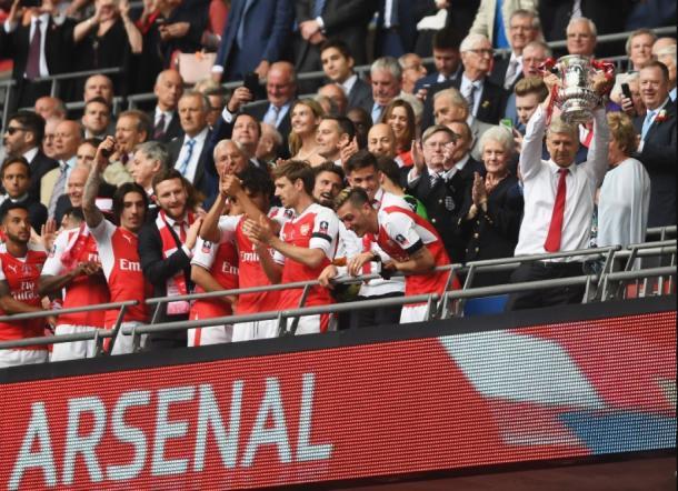 Arsène Wenger levanta la FA Cup | Foto: Getty Images