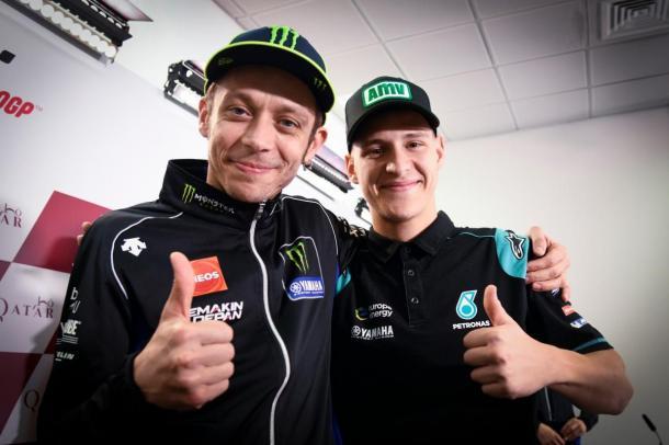 Rossi bromea en una rueda de prensa diciendo que Quartararo podría ser su hijo. Foto:motorpasion moto