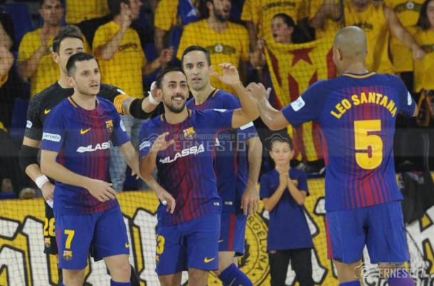 Jugadores del Barça Lassa celebrando un tanto | Foto: Ernesto Aradilla
